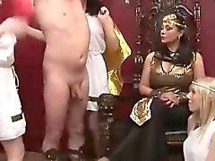 Les trois filles femdom britanniques fantasme homme esclave