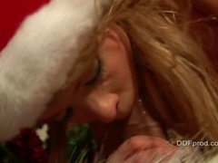 Pai Xmas obtém blowjob horny por Blue Angel