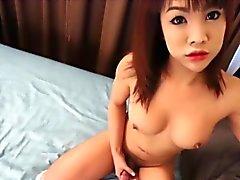 Vollbusige asian shemale Schleppern vor dem Einsteigen anal