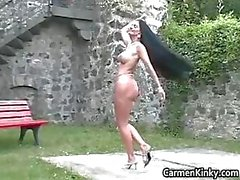 Kinky Carmen fica ao ar livre para escolher part2