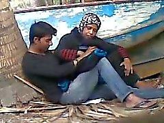 Tía de bangladeshi con el amante joven
