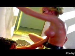 Wet ação lésbica com Charley e Madison