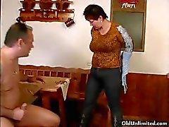 Sucio mamá madura le encanta a chupar una gran otra1