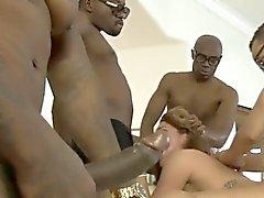 Heiße Baby in Savannah Fox DP Weile Absaugung Schwanz schwarzer Männer