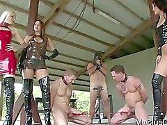 3 uomini ottenere un certo punendo brutali