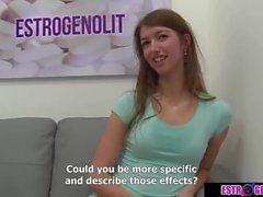 Super adolescente Kateryna quer foder com o médico