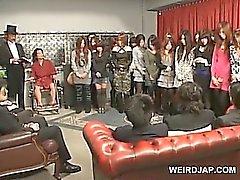 Culo caliente adolescentes Japanese queda vagina jugueteaba en extraña show de sexo