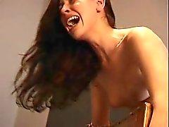 azotamiento estrictos con las nalgas desnudas