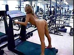 Sporty tart throated and fucked in gym