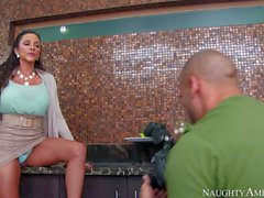 Hot wife Ariella Ferrera shows her tatas and twat to photographer