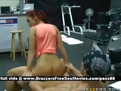 Amateur brunette chick at the gym gets her pussy fucked
