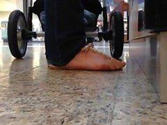 Ehrliche Sandalen mit Quetsch- und Faceshot