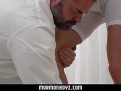 Mormonboyz - Jovem garoto dá o buraco ao papai