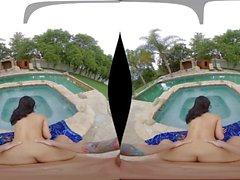 La carina mora Dee Mee fa il servizio nel porno VR