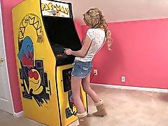 Секси девочка Pac Man по