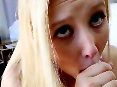 Teen blonde Schwalben Belastung