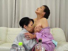Asya olgun göğüsler