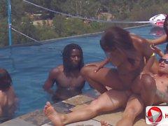 De candice Nicole Chayse Evans de Tatiana Kouch bord de la piscine