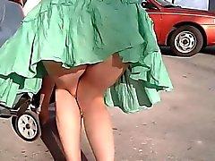 El aire en Le levanta su Dress buenas nalgas