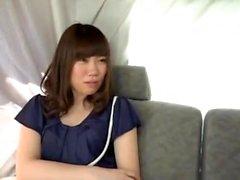 étudiant japonais en culotte de coton blanc se masturbe