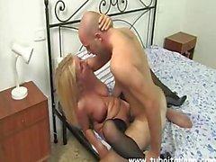 Una Mamma molto premurosa - Italian Amateur