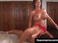 Busty Milf Deauxma Squirts i Magdelaine St Michaels' mun!