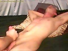 Masturbazione con la mano Sborrata in bocca la compilazione il 15,9