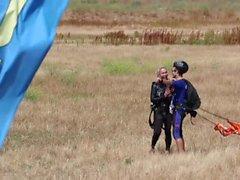 Les Nouvelles @ Sex - Parachutisme Avec Lisa Ann! Pt 2