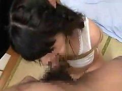Азиатский любитель наслаждается бдсм-лечением