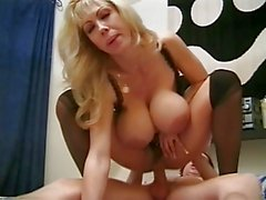 Klasik Busty Cougar Assbanged