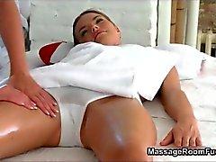 Seksi sarışın hatun azgın mastürbasyon alır