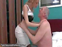 Seksikäs blondi tyttö saa kiimainen laatimista