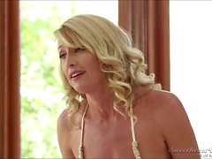 Kissing babes Shyla Jennings and Misty Rain in but