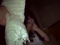 Cute amadora cam girl brinca com sua bichano e bunda perto