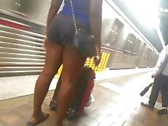 Hoochie schwarze Beine und ass Straße voyeur