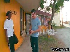 Schwarzes Homosexuell Gangster wird für geblasen Part5.Feed bezahlt
