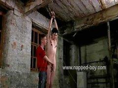 Джонни Паркер возвращает привязку со Эштон