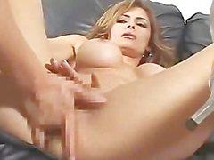 AMWF de Latina Monique Fuentes interracial avec asiatique de type a
