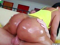 Kiara Mia Pflanzen ihre fetten lateinischen Arsch auf seinen Schwanz und bounces