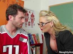 Opettajia Kellyn jumalaisen VS Phoenix Marie ( latistuneet Bizkit - Jumissa Musiikkivideofestivaalit )