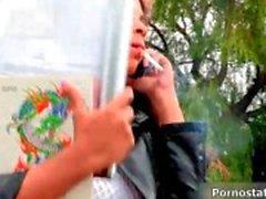 Smutsig British slampa Kit Kox blir förförda