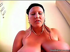 Laura Orsolya Boobs divertimento