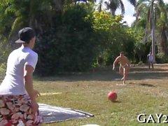Gays любите играть солнечный день