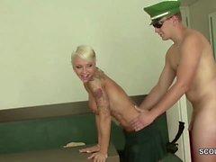 Hamburger Polizist fickt beim Dienst mit geiler Sau