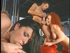 Los Chicos taladrar el culo de un puta joven y un coño del club