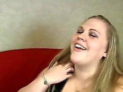Lad et sa petite amie de matières grasses se amusent orale sur cam