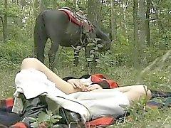 la moglie eccitati nel foresta Sessi