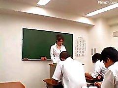 Nami Kimura Sexy Leraar geeft haar Student Een goede les