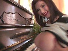 Карины Олень - Просьба заснять взлет на пианино