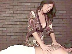 Ältere geben sinnliche Massage